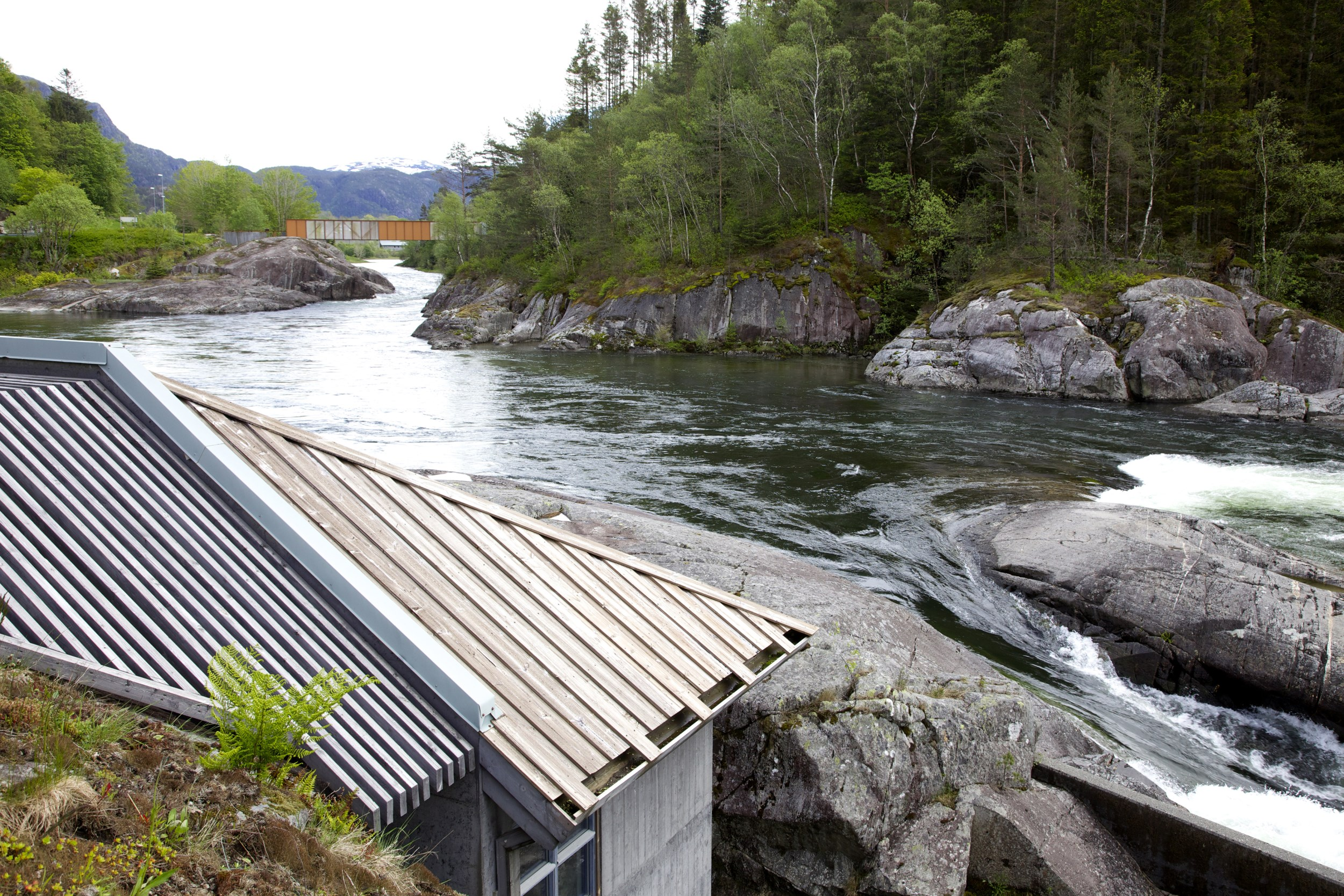 Salmon studio in Sandsfossen waterfall