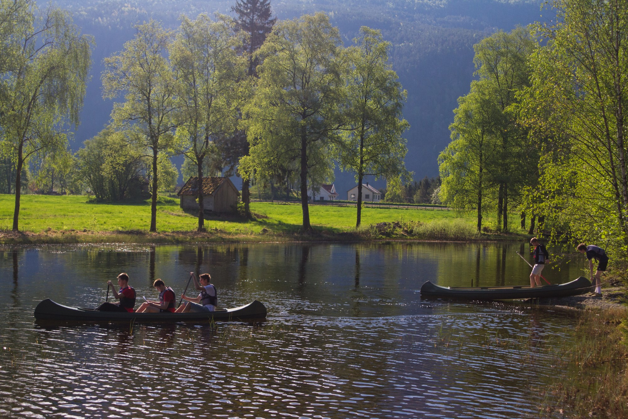 Picture of canoing in Ritlandsvatnet, Suldal