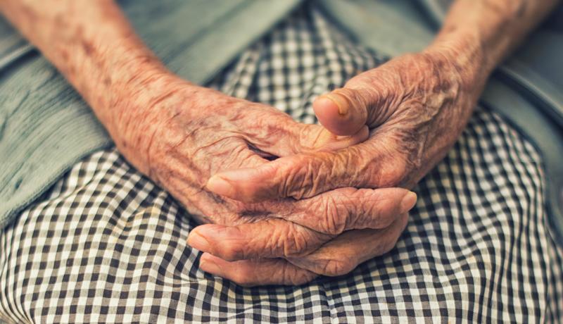 hand-grand-mother-memories