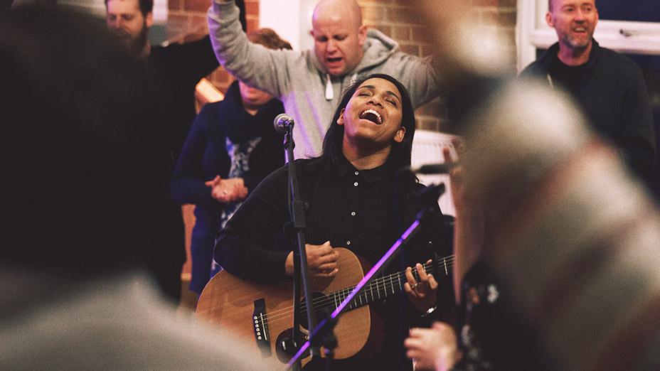 Worship leader singing during Encounter