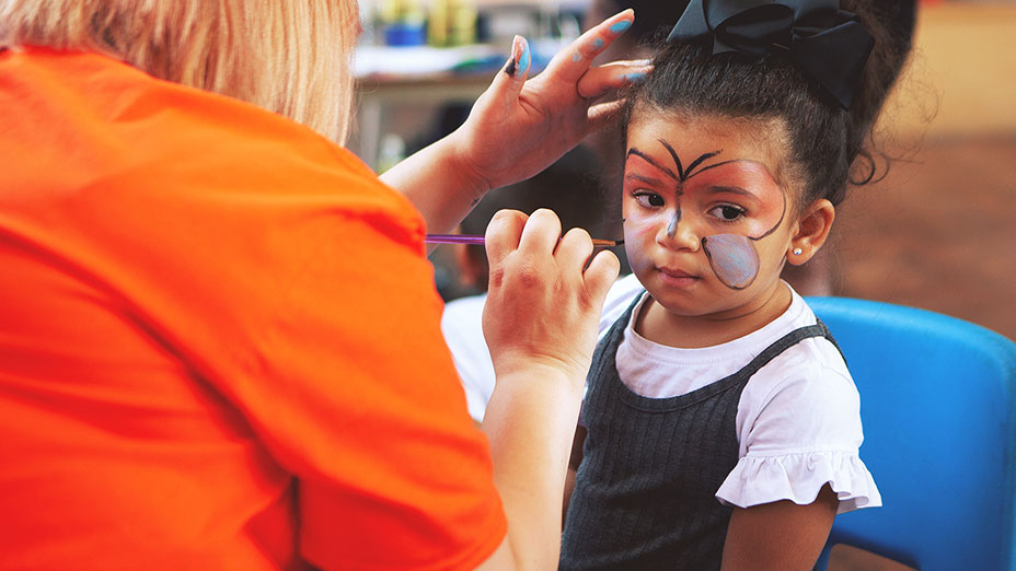 Facepainting during the Summer Party at Little Paws