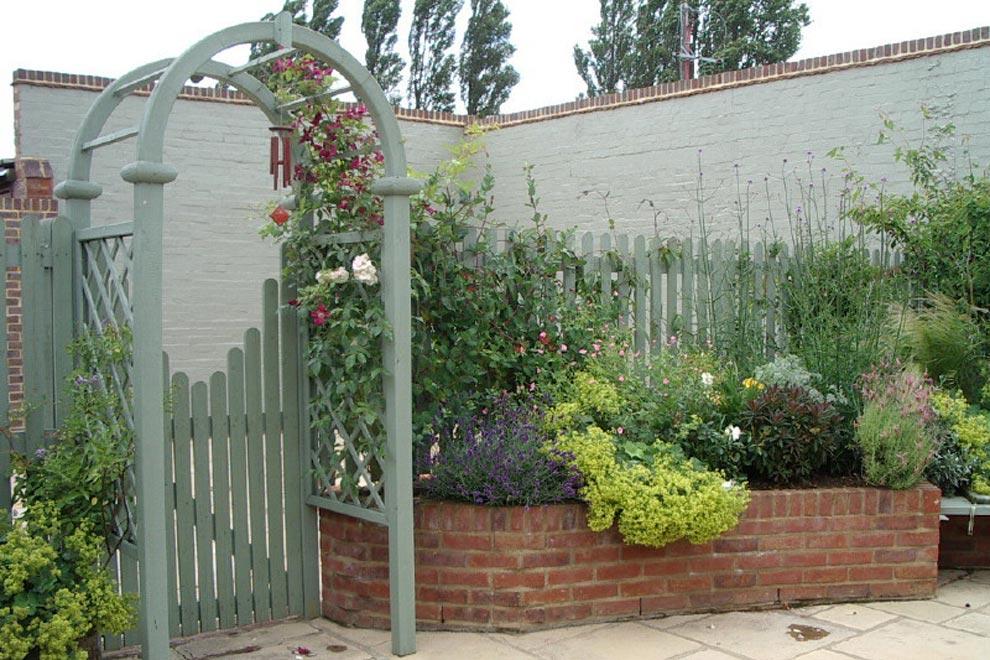 Courtyard garden, Kinsbourne Green, Harpenden