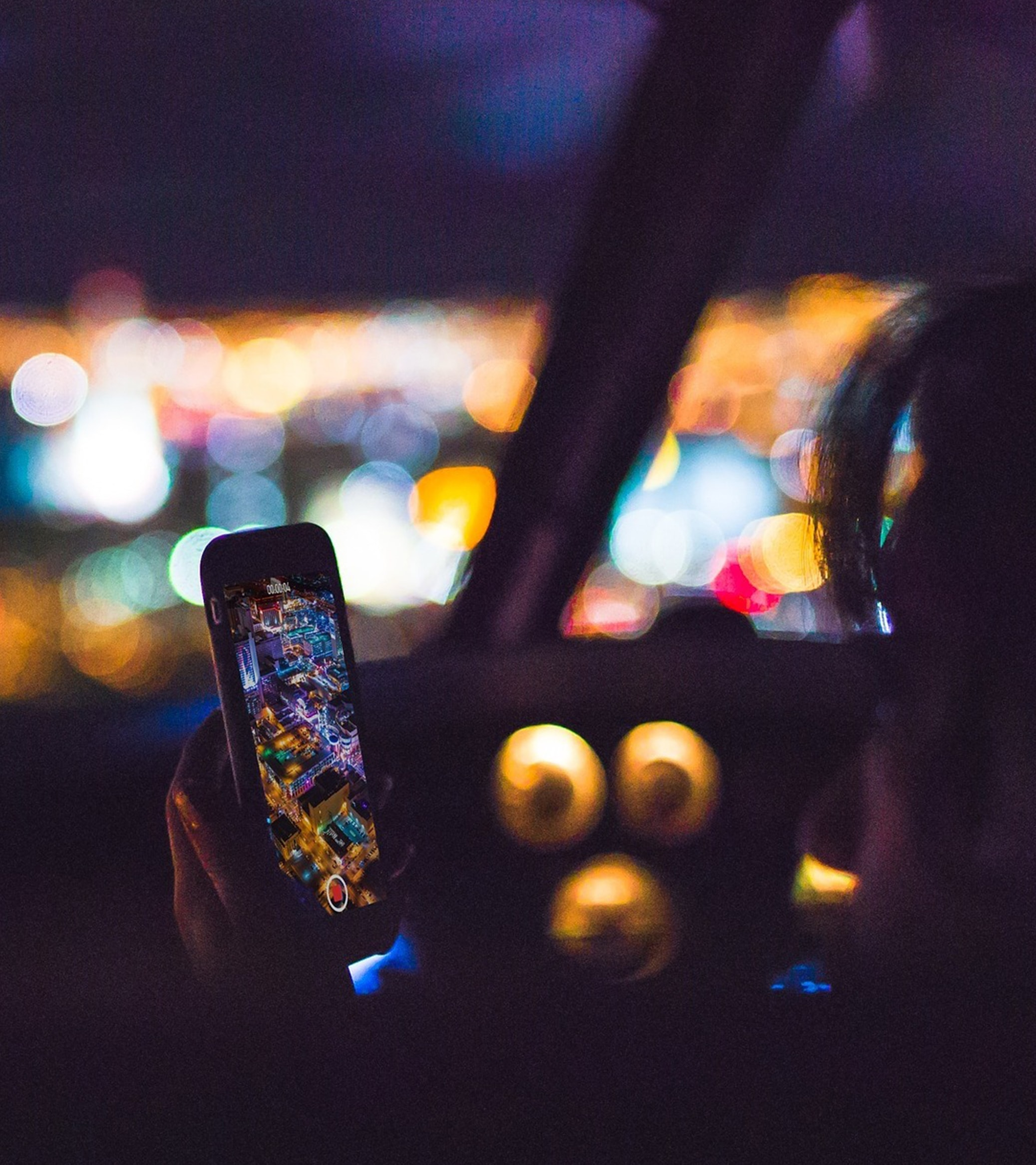 using mobile phone at night in vehicle