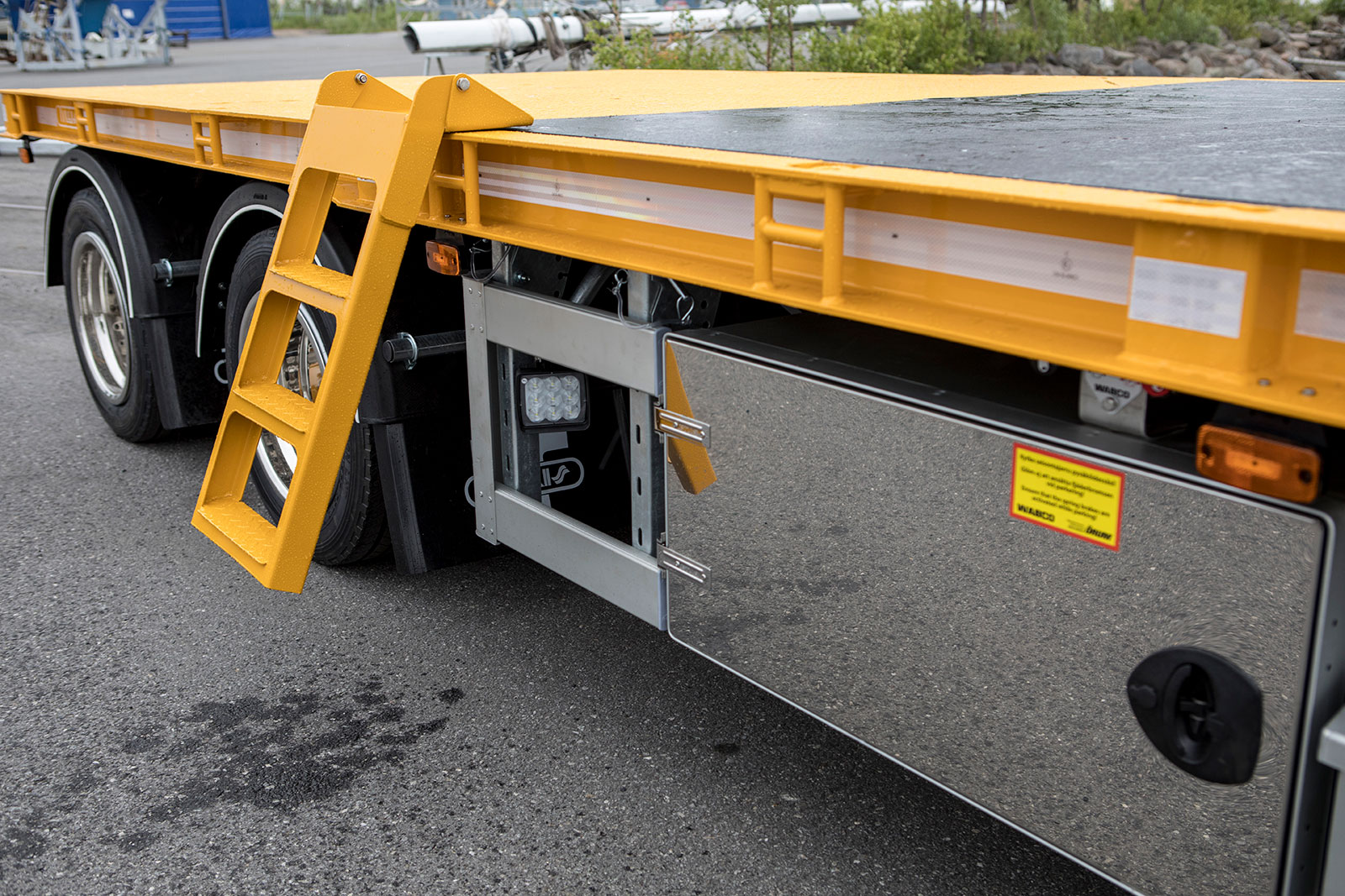 Drawbar trailer for crane truck