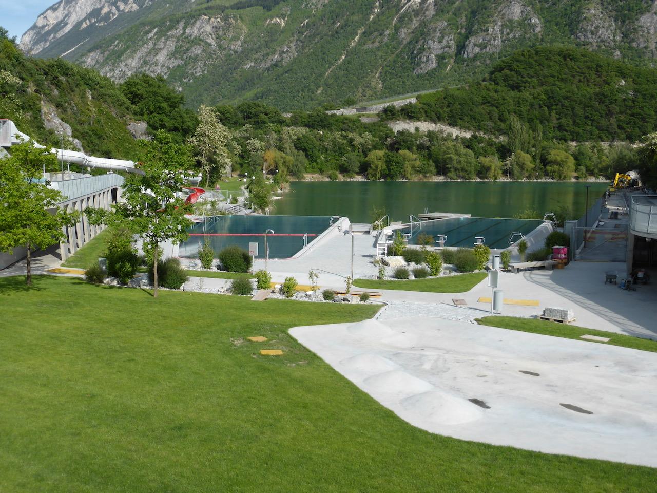 infinity pools & lake swimming at lac de geronde sierre
