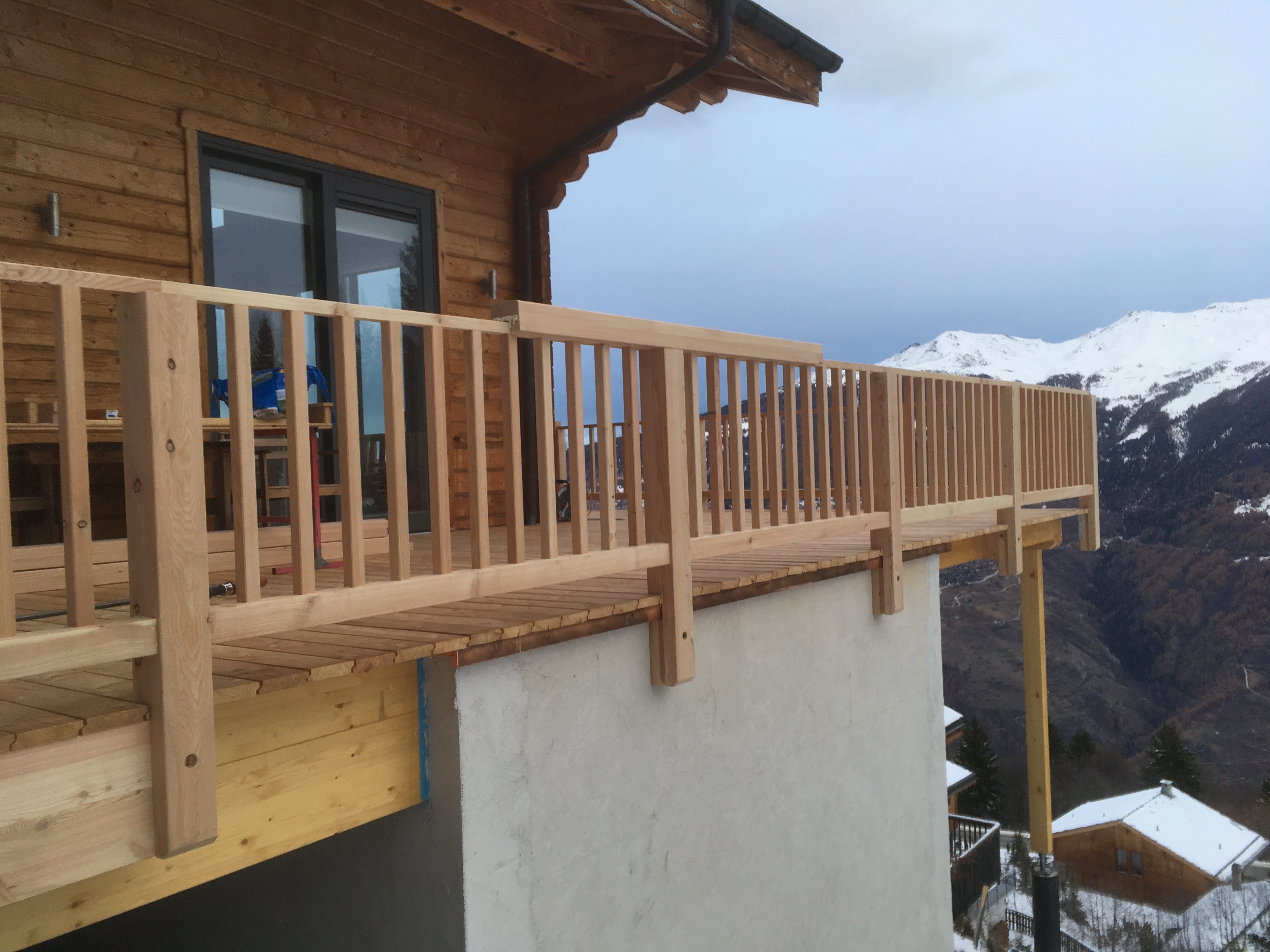 Chalet Le Iceberg: new south facing balcony & sauna annex