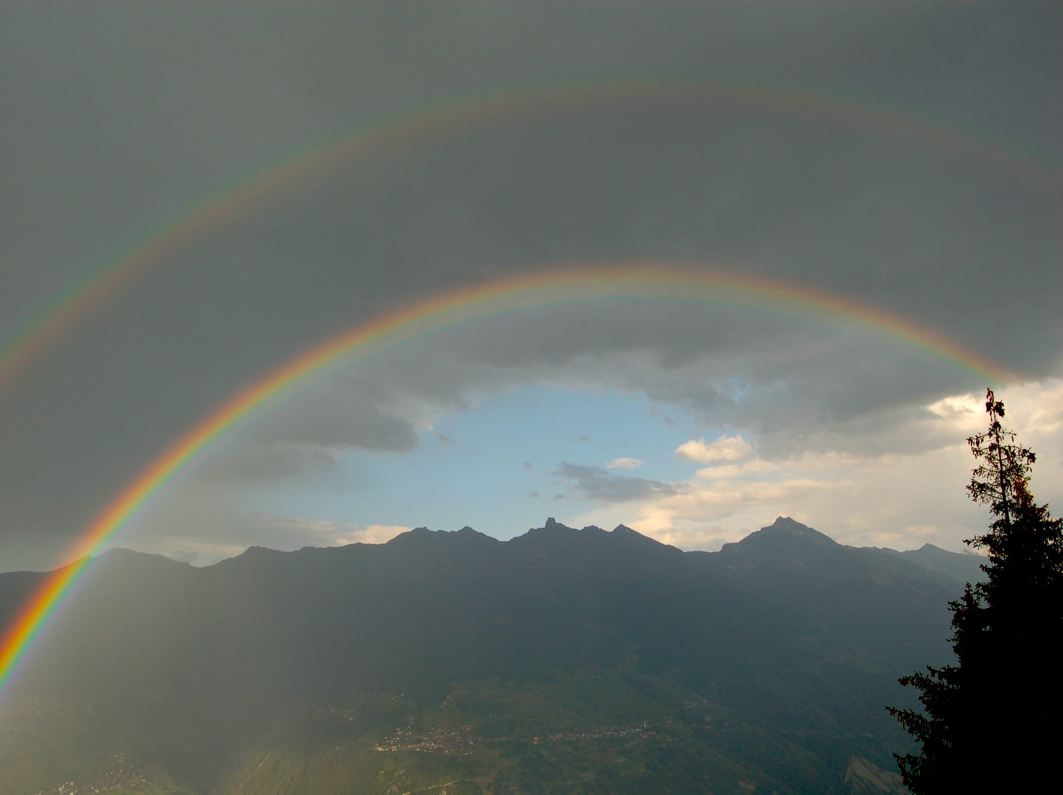 Double Rainbow at Chalet Le Iceberg