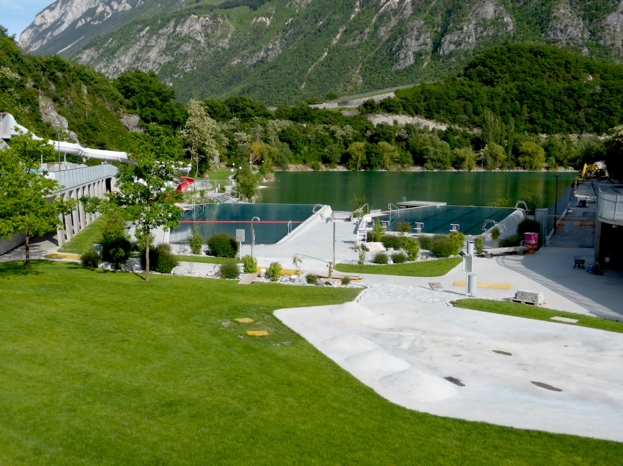 infinity pools & lake swimming at lac de geronde sierre