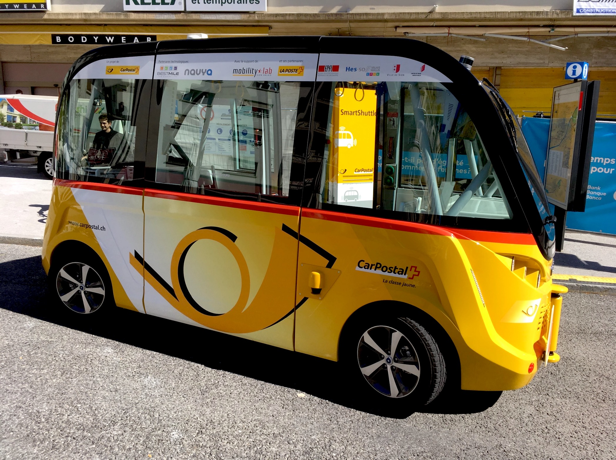 self driving shuttle bus Sion