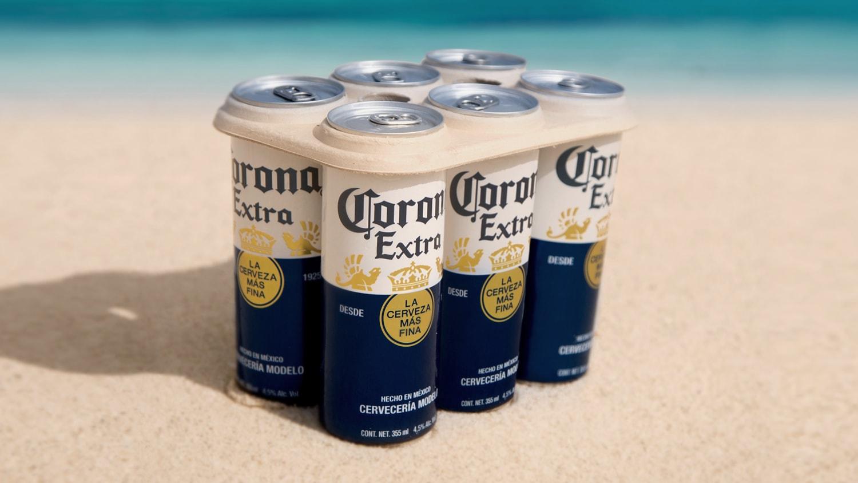 Embalagem biodegradável da cerveja corona feita em parceria com a ONG Parley for the Ocean
