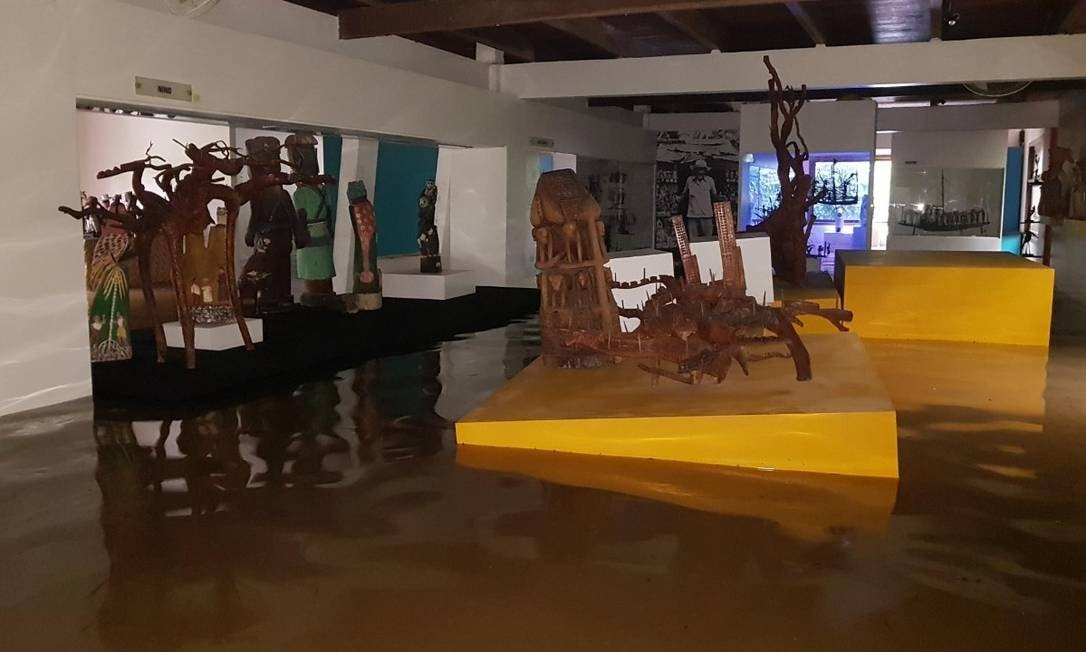 Sala do Museu Casa do Pontal inundado em Abril de 2019