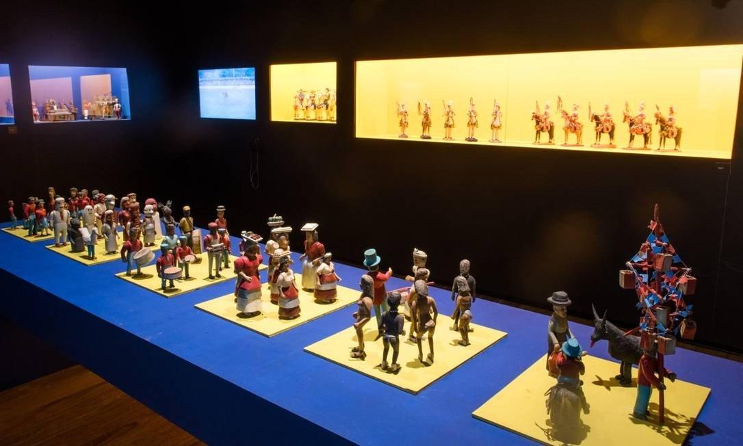 Peças de arte popular brasileira do Museu Casa do Pontal expostas no CRAB