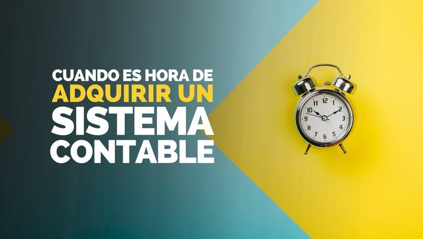 Un reloj despertador sobre un fondo amarillo y azul. ¿Cuándo es hora de adquirir un sistema contable?