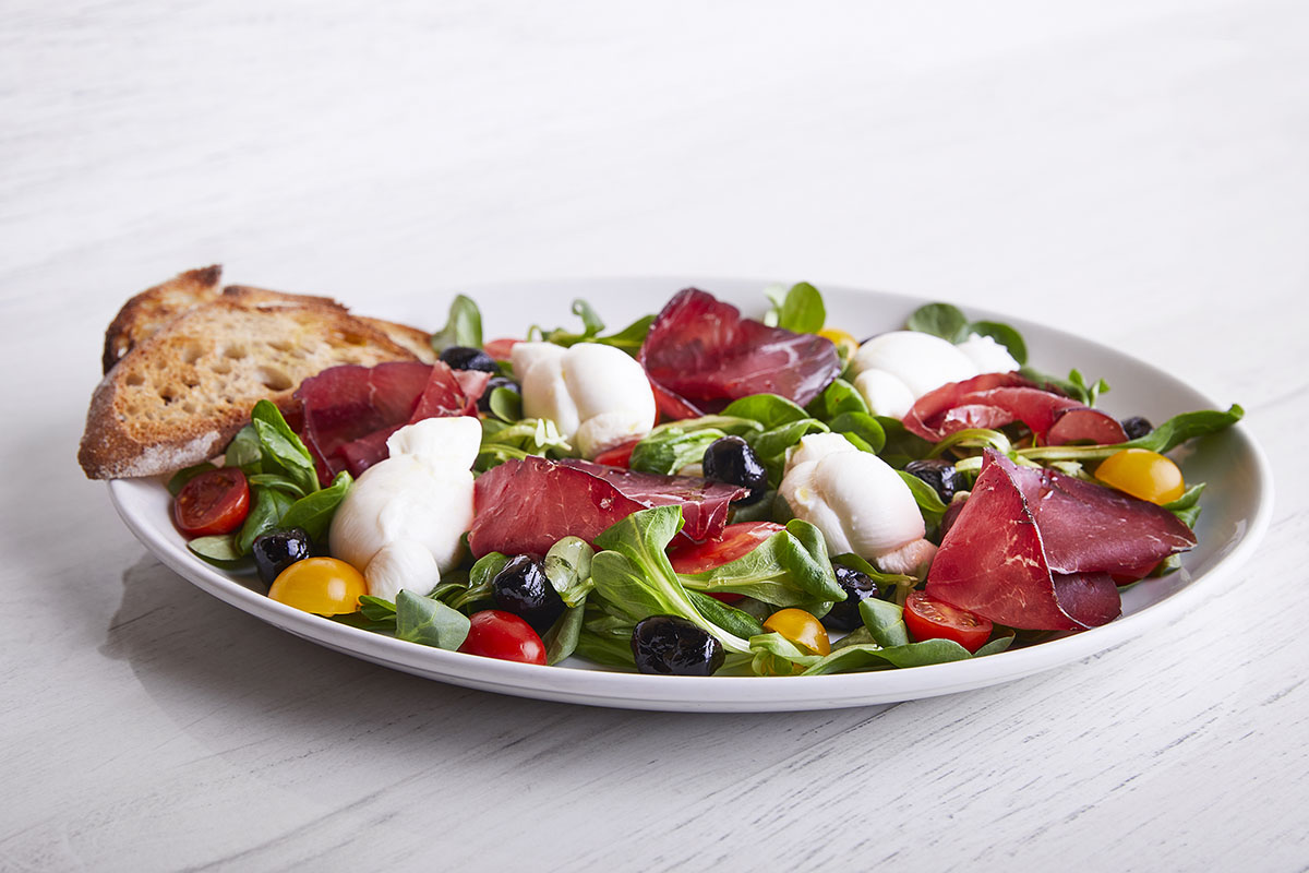 Salad with Cow Milk Mozzarella Knots