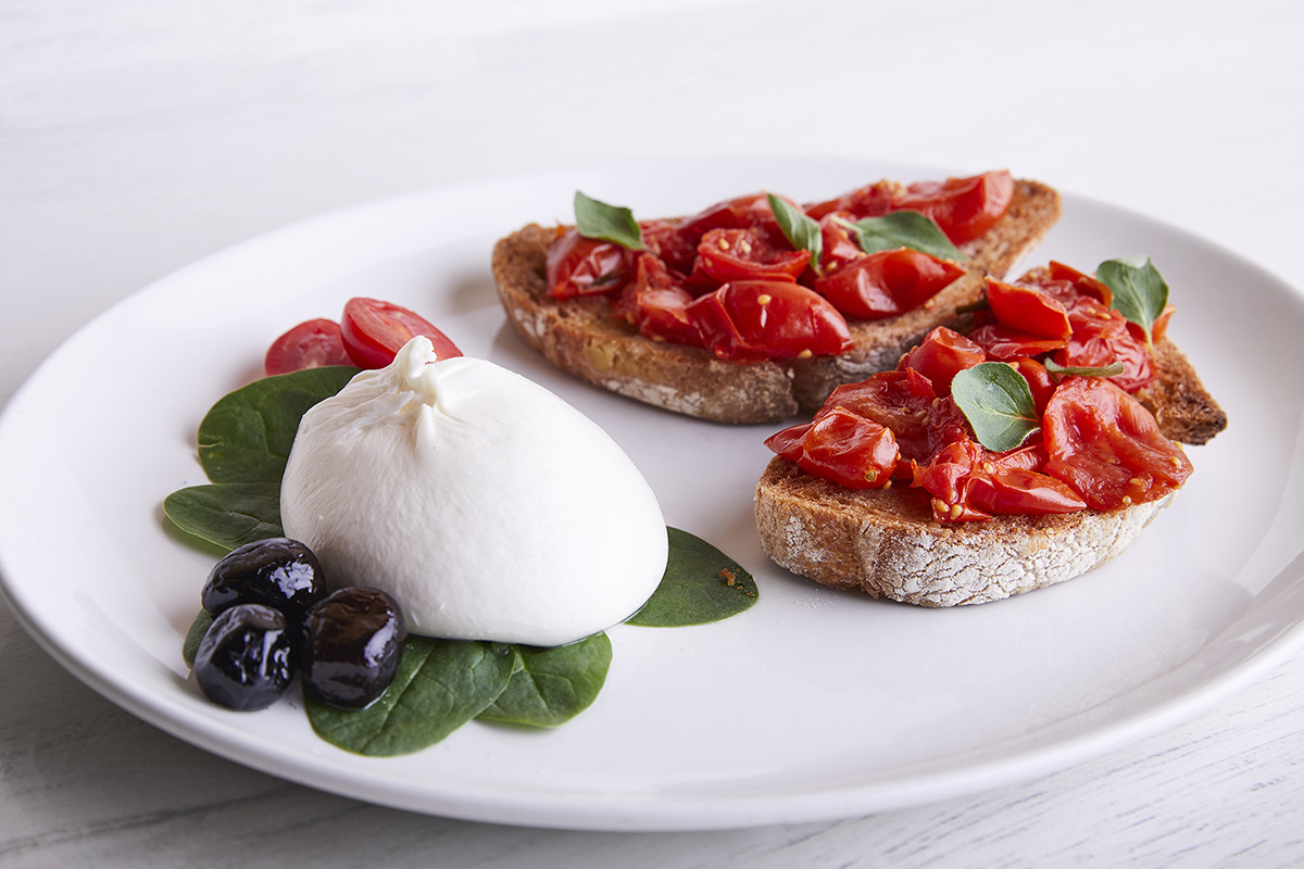 Crostini con Pomodorini del Piennolo del Vesuvio DOP