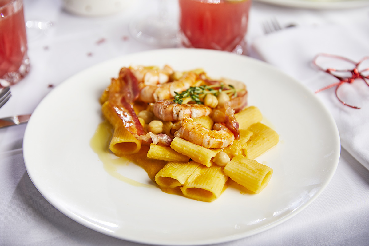 Christmas Special Menu: Mezzi Paccheri di Gragnano 'Pasta Gentile' with Chickpeas Cream, Prawns and Bacon