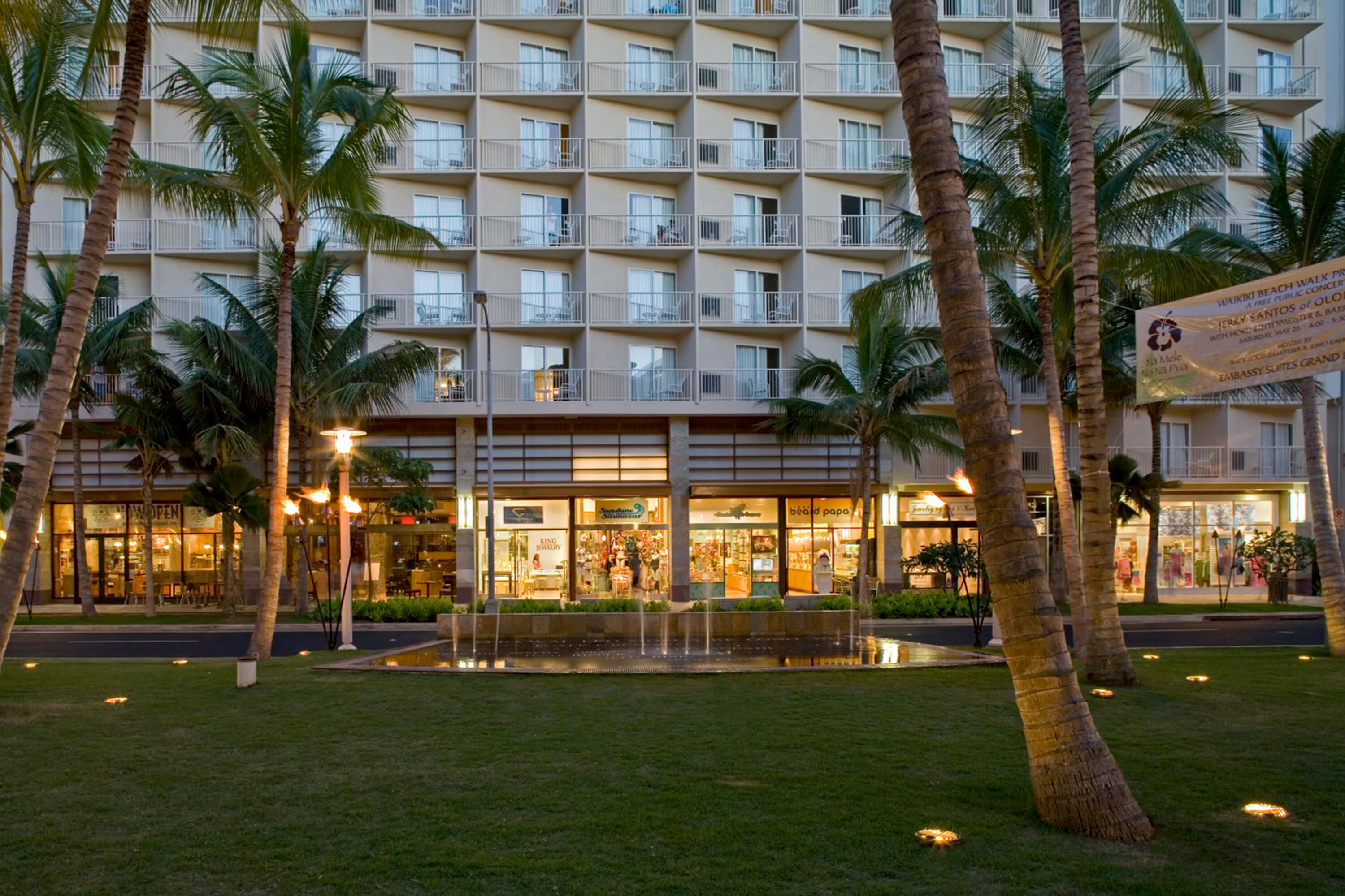 Wyndham Vacation Ownership Resort At Waikiki Beach Walk A Tropical Getaway In The Heart Of