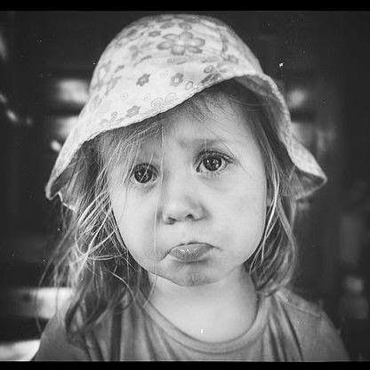 Mustavalkokuvassa voi olla lapsi
