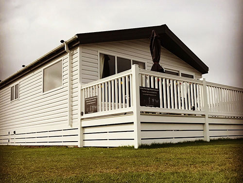 Photo of the outside of the Luxury Lodge Embo