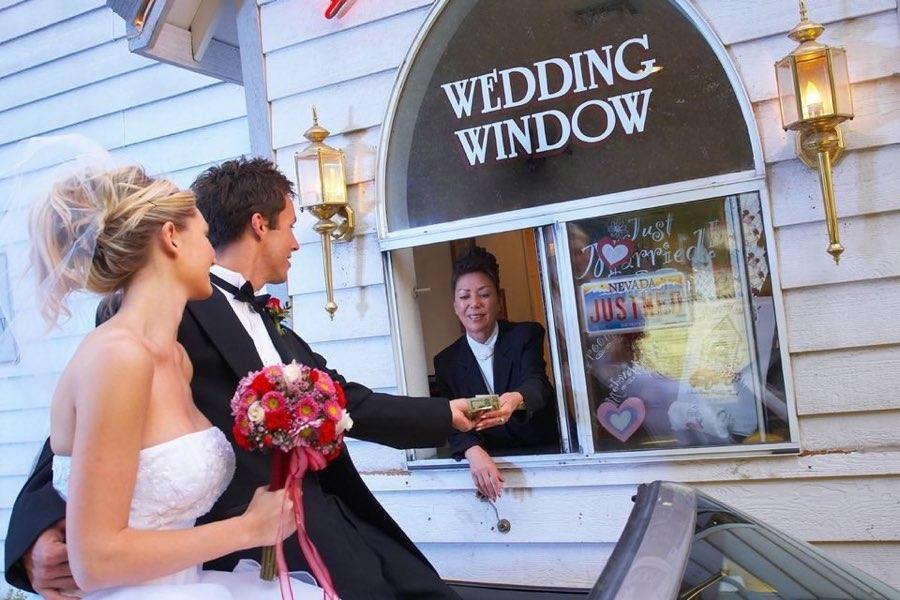 sposarsi a Las Vegas Drive Thru Wedding