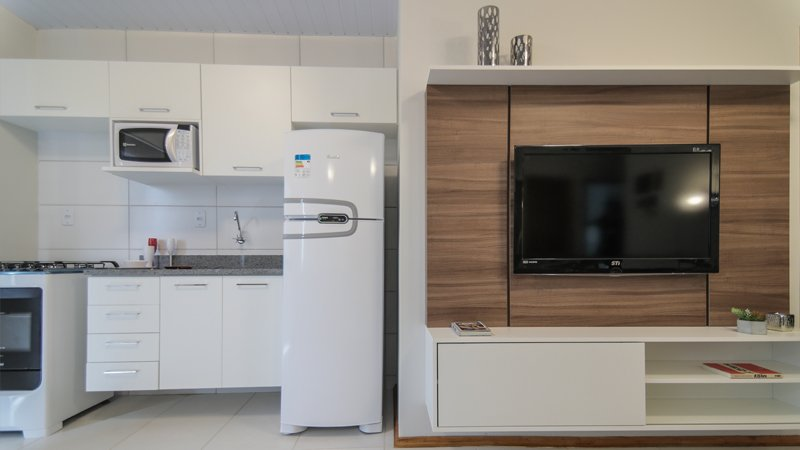 Cozinha e sala decoradas do Residencial Centro Novo em Eldorado do Sul