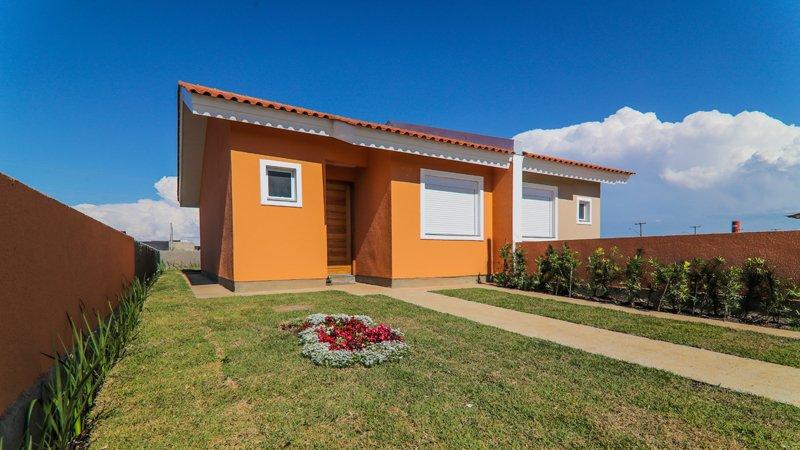 Casa com jardim privativo decorado do Residencial Centro Novo em Eldorado do Sul