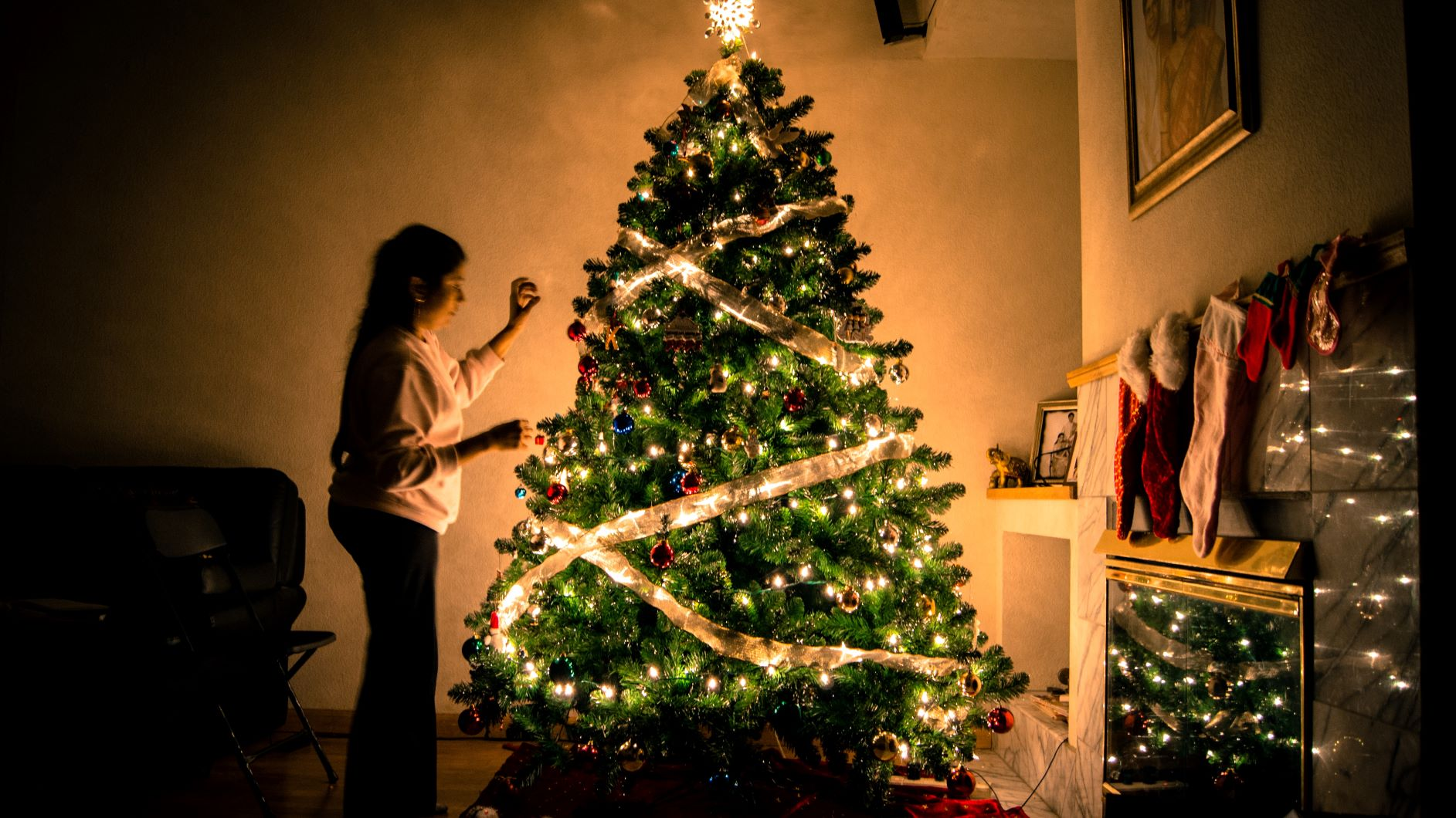 christmas tree, fire hazard, home safety, safety tips, christmas safety, home insurance, house fire