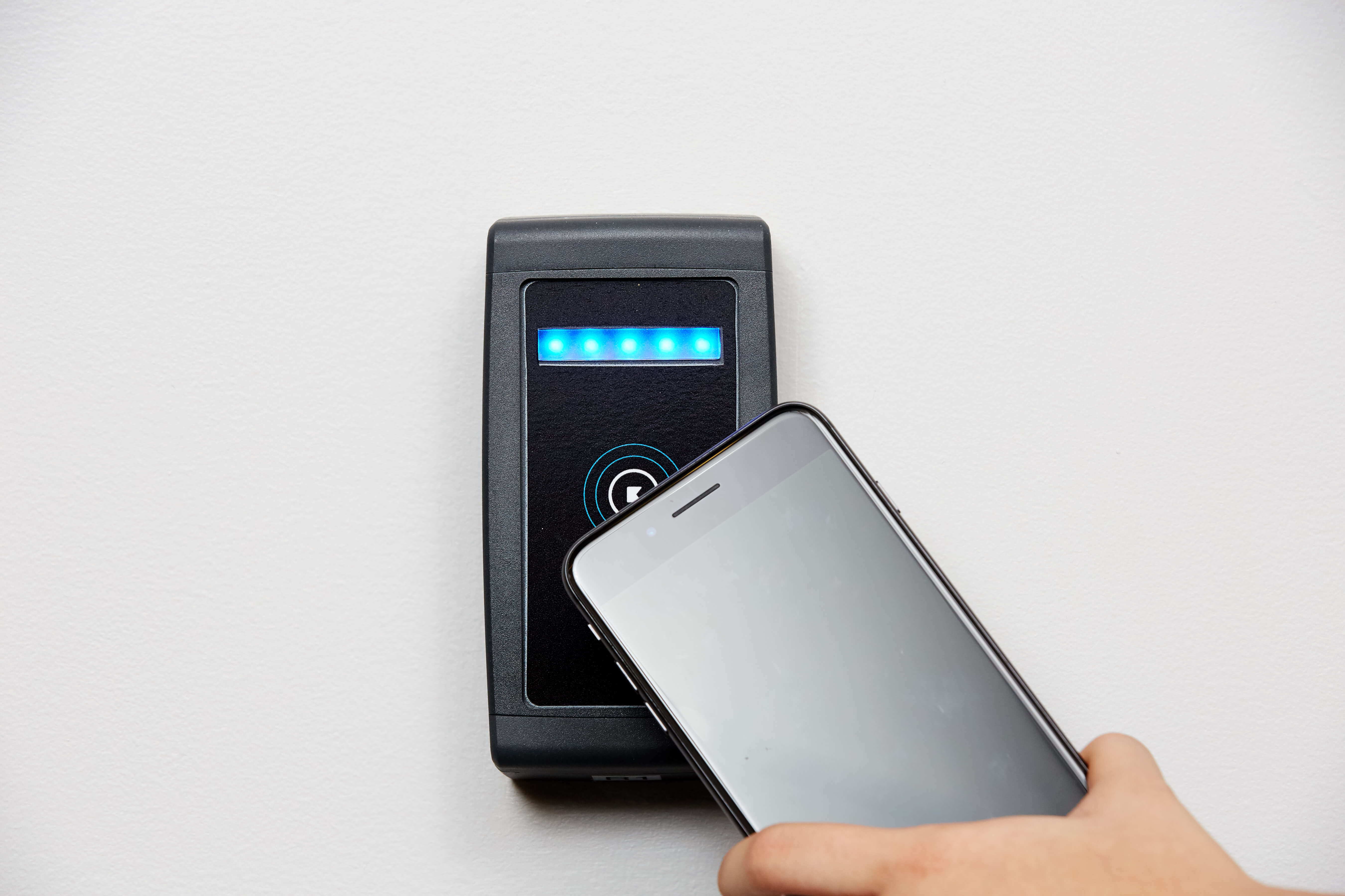 Kisi mobile based access control system