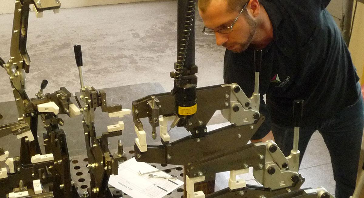 Taktile Messtechnik - Mann an der Maschine