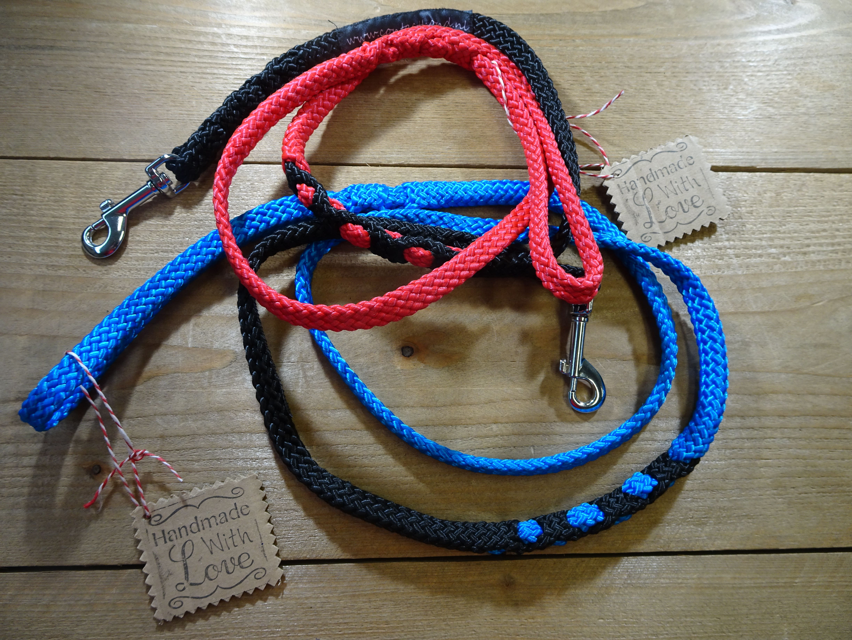 Verkrijgbaar in diverse kleuren en twee lengten:  Ca. 1,5 meter - 10 euro. Ca. 3 meter - 15 euro.