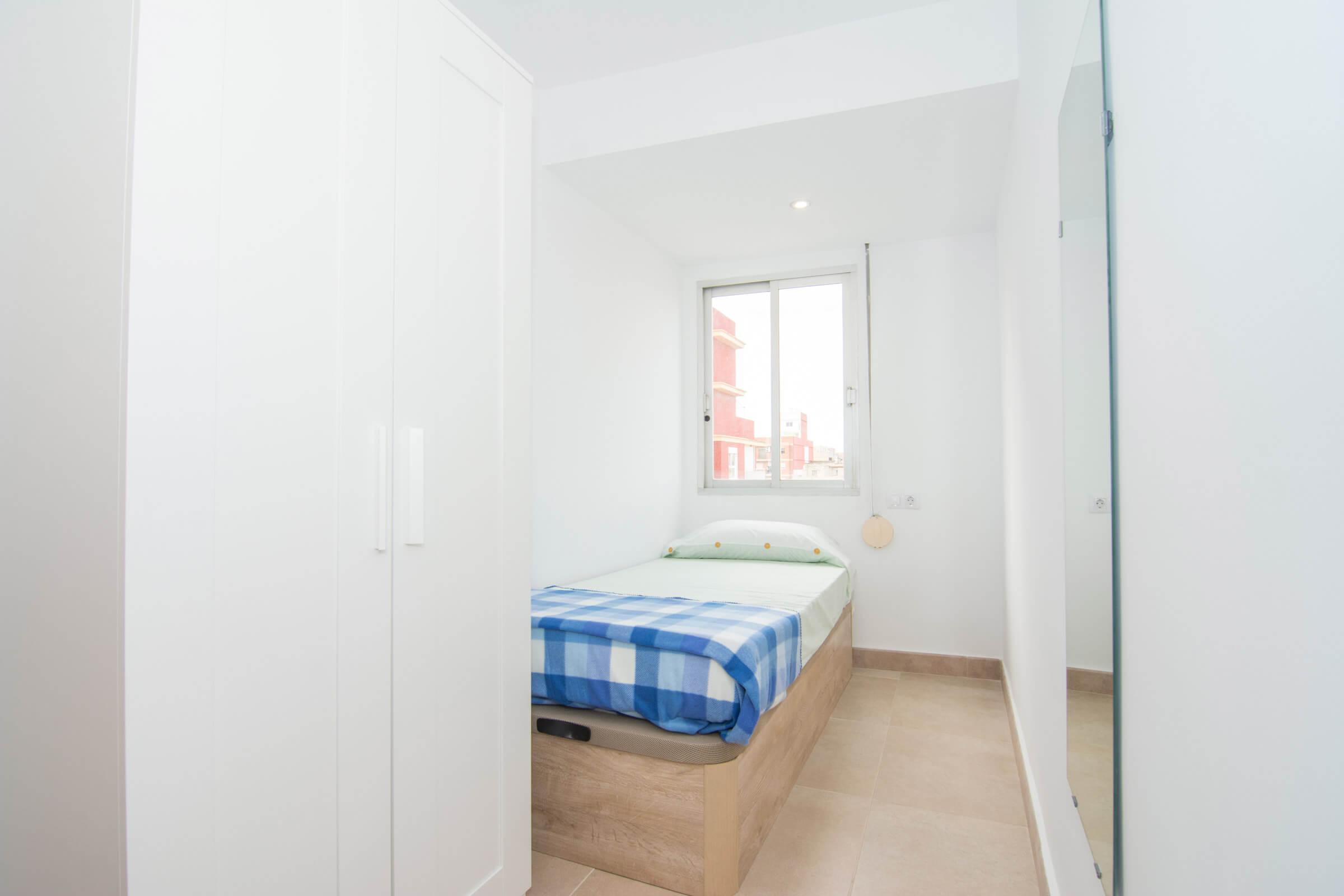 Holaflats Reina single bedroom