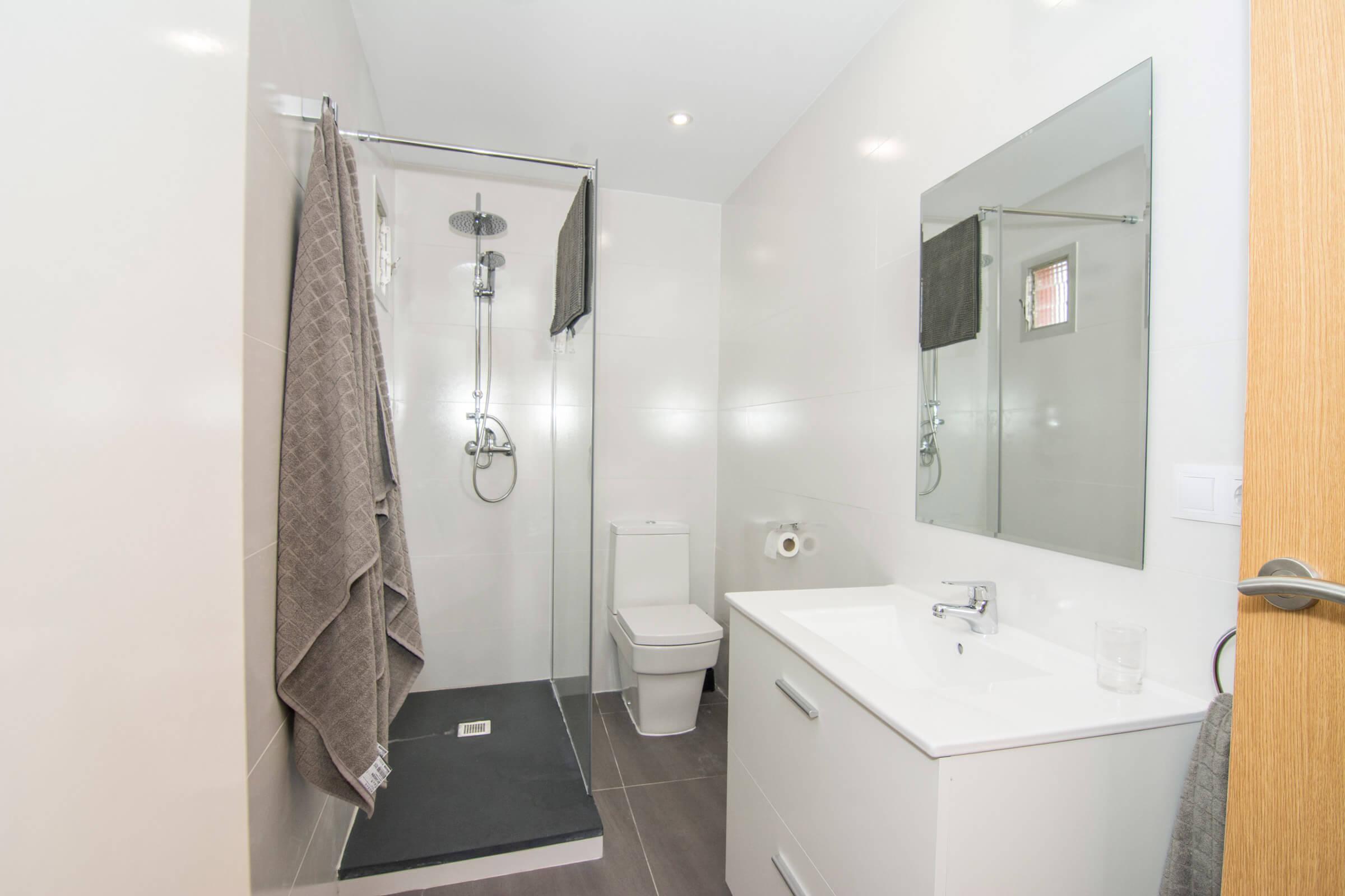 Holaflats Reina bathroom