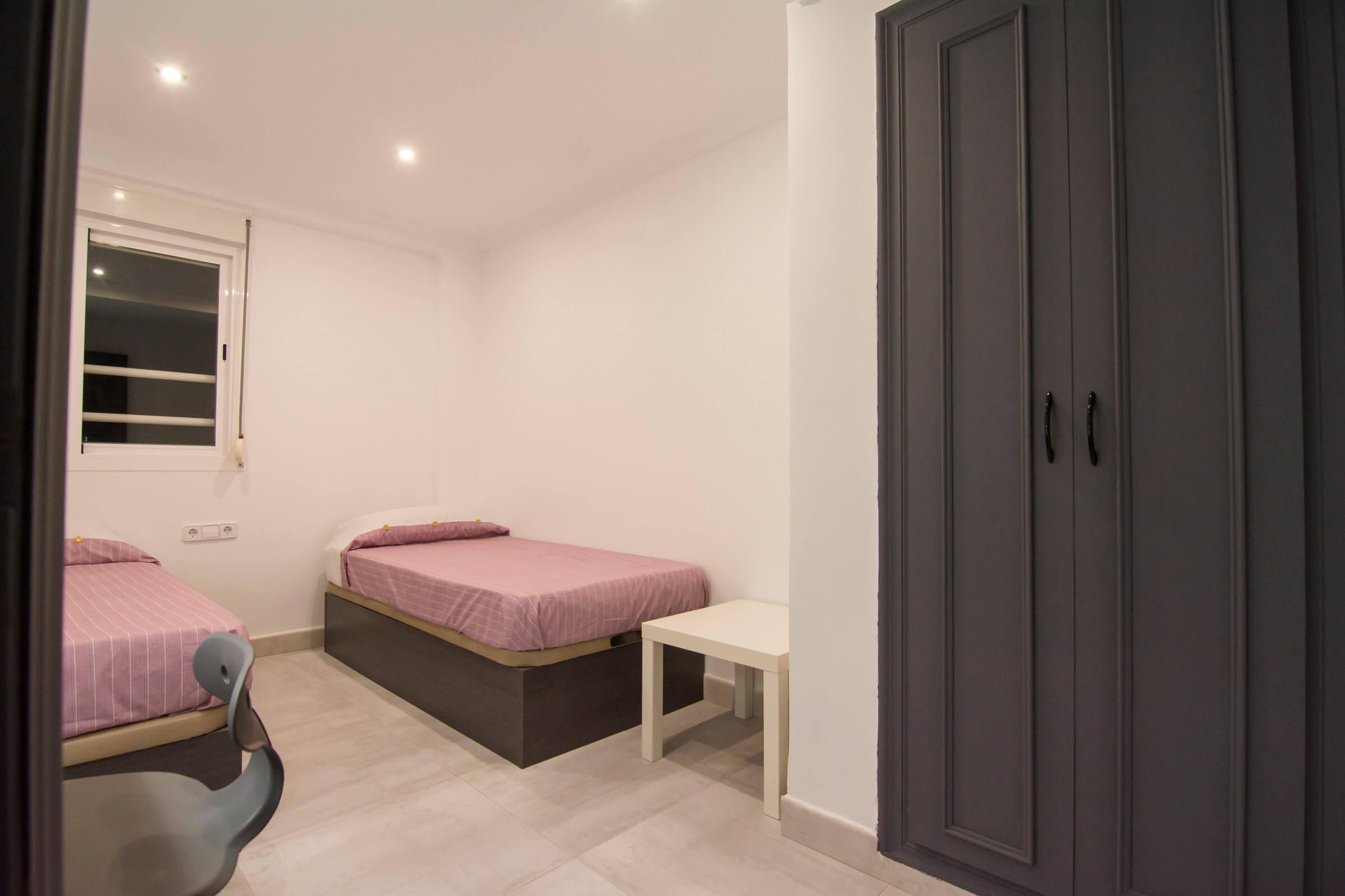Holaflats Luis Despuig double bedroom 2