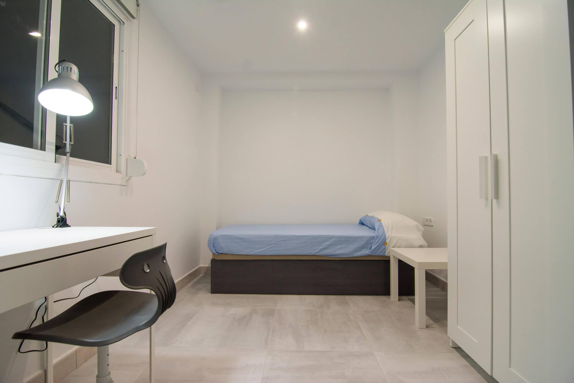 Holaflats Luis Despuig single bedroom