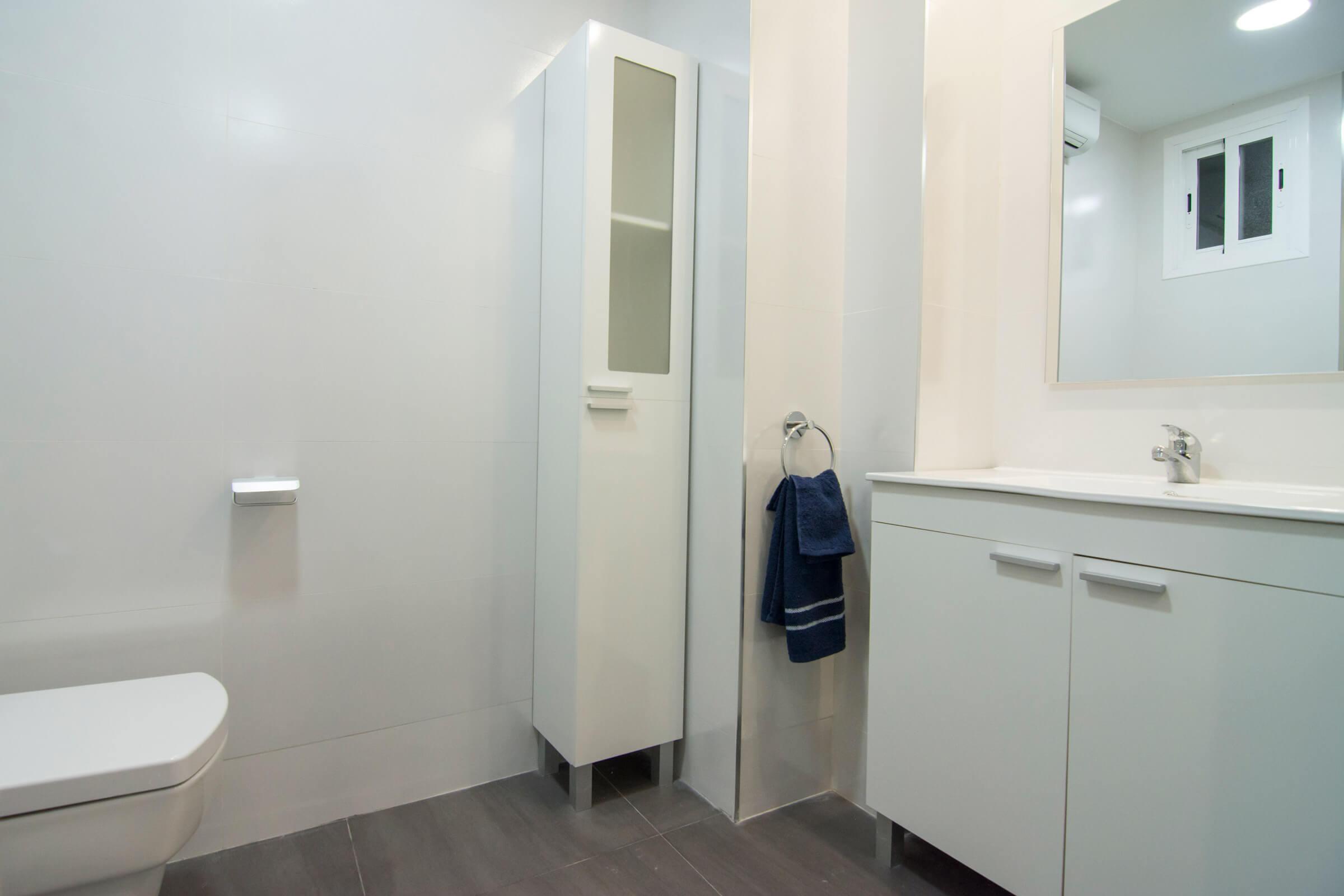 Holaflats Luis Despuig bathroom