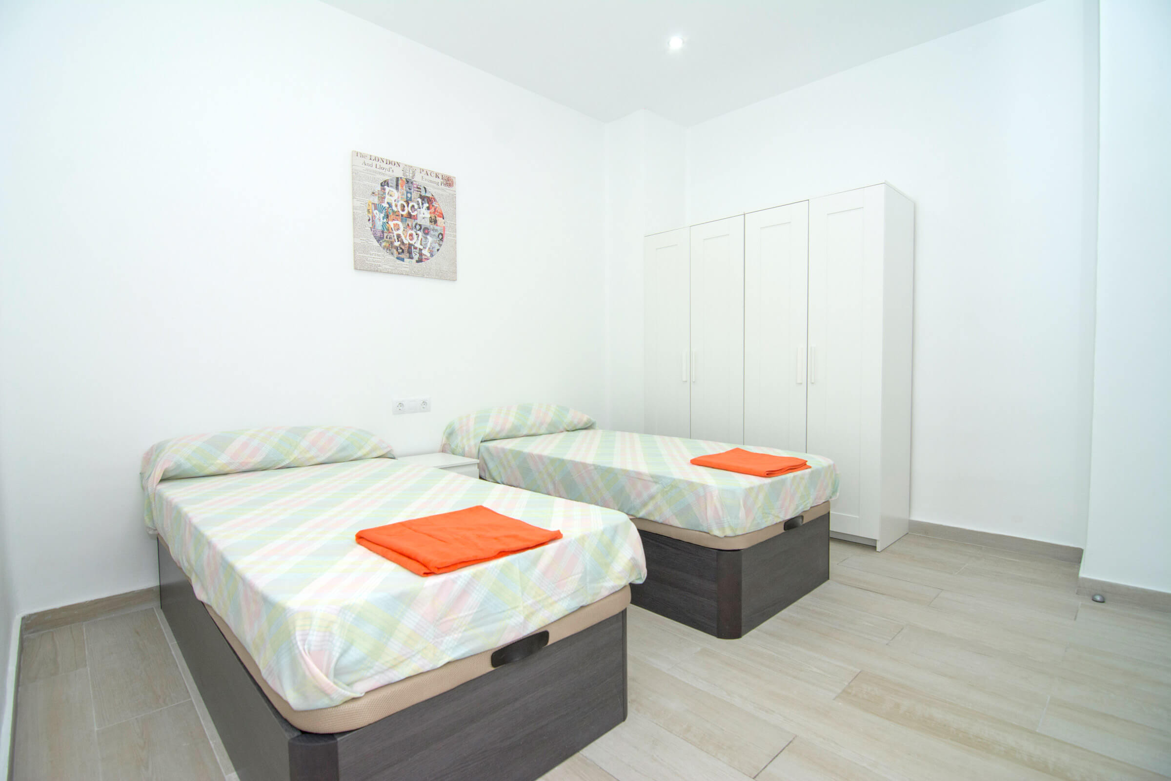 Holaflats Centro Double Bedroom 02