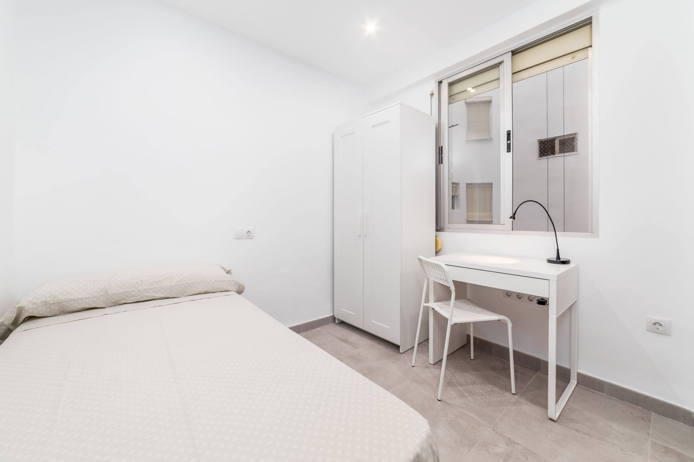 Single bedroom with desk and wardrobe