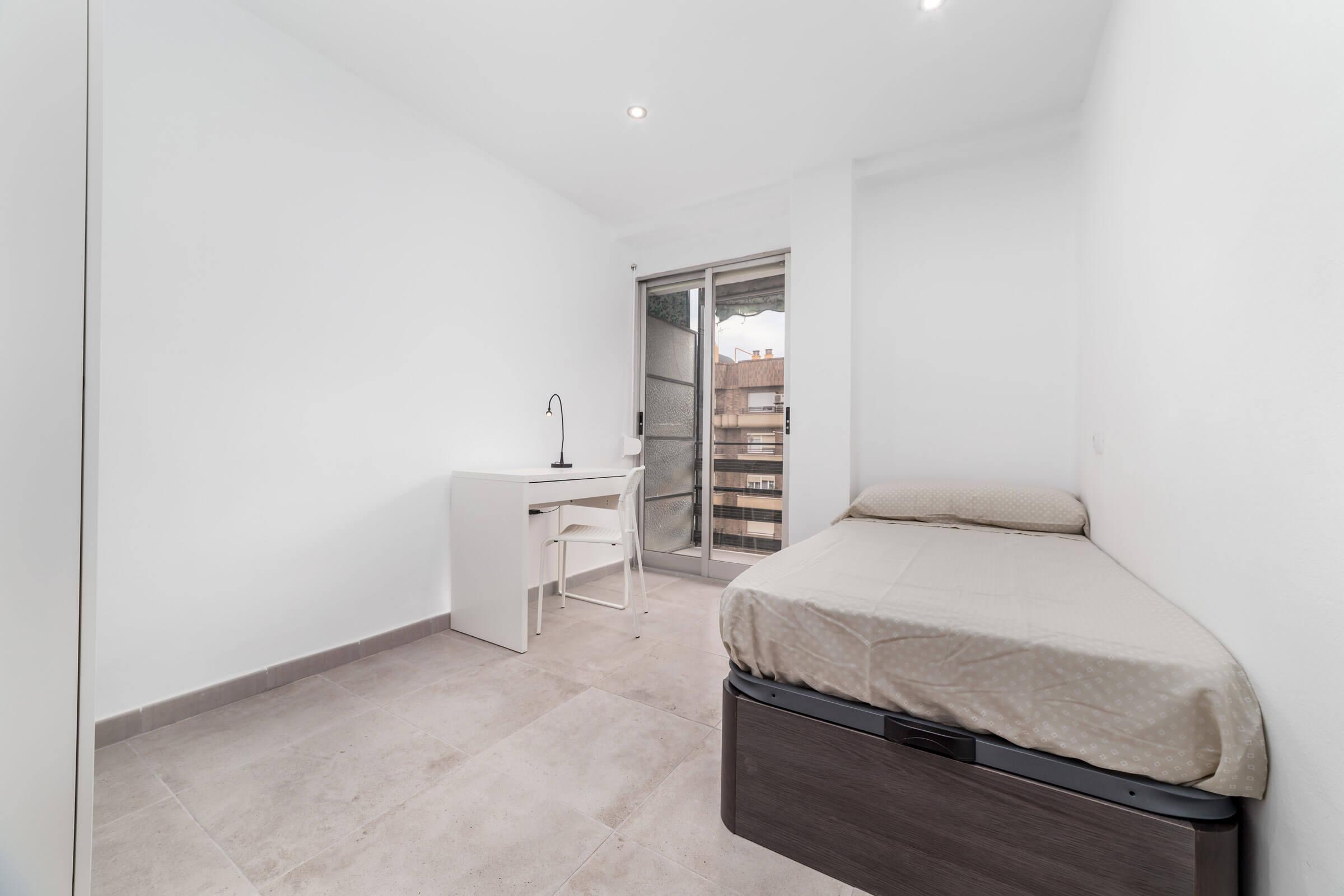 Single bedroom with balcony
