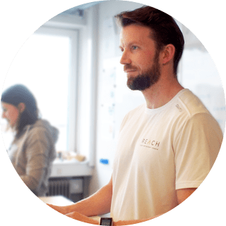 Reach's physio Andreas Hessner doing daily physio reviews with users