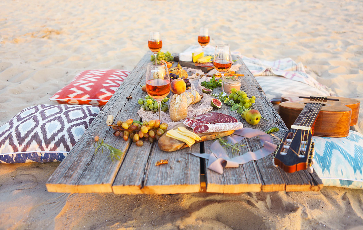 Dinner served on the beach with wine and guitar