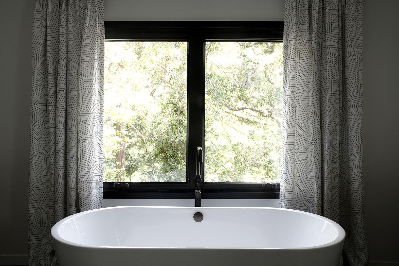 Master bathroom tub design in Oakland, CA