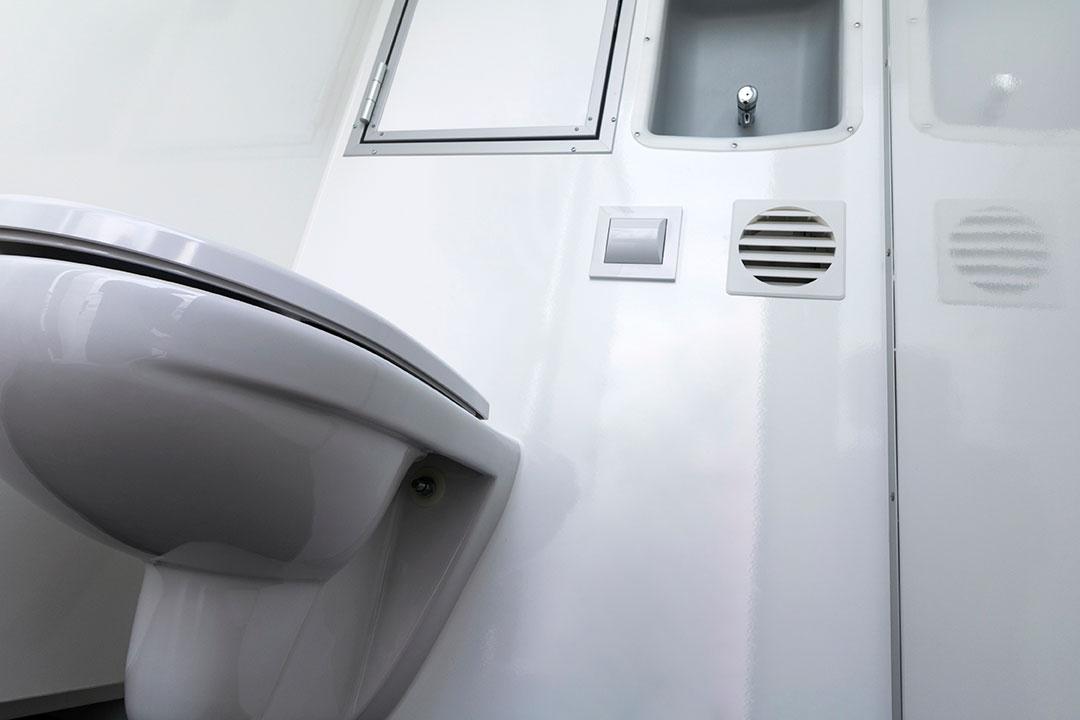 Scanvogn toilet cabin 16 people 01