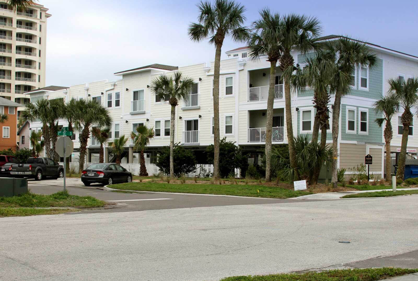Surfside Apartments Side Photo