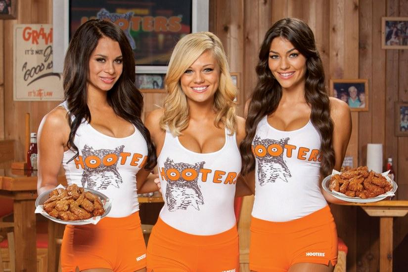 Hooters Waitresses Hot Over Uniform Costs, Sue