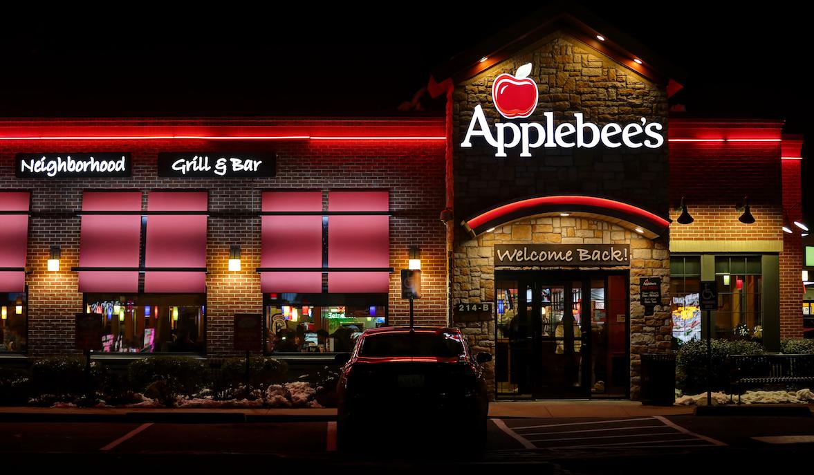 Applebee's Hostess to Receive $100k in Trans Bias Lawsuit