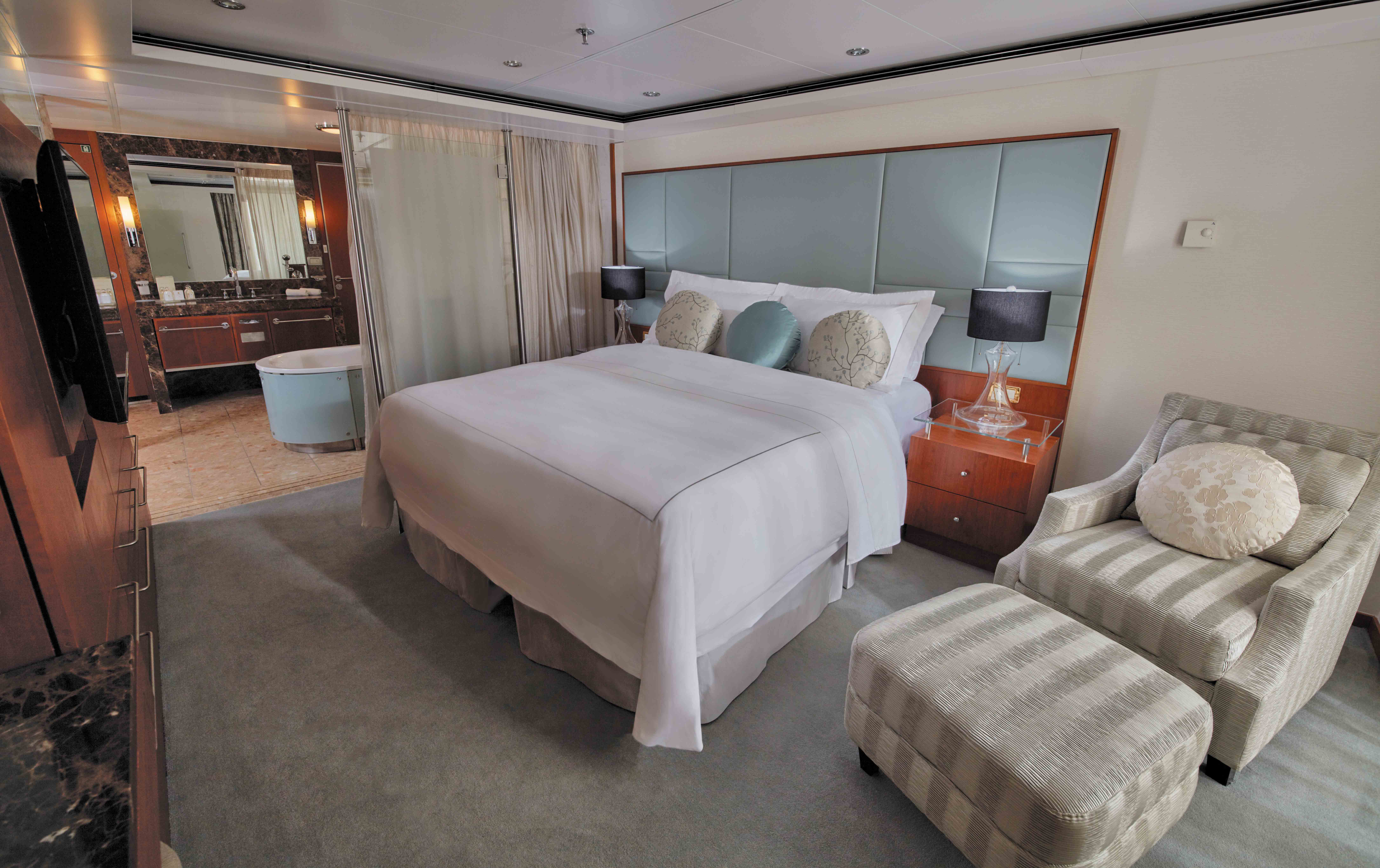 Seven Seas Voyager  - Master Suite
