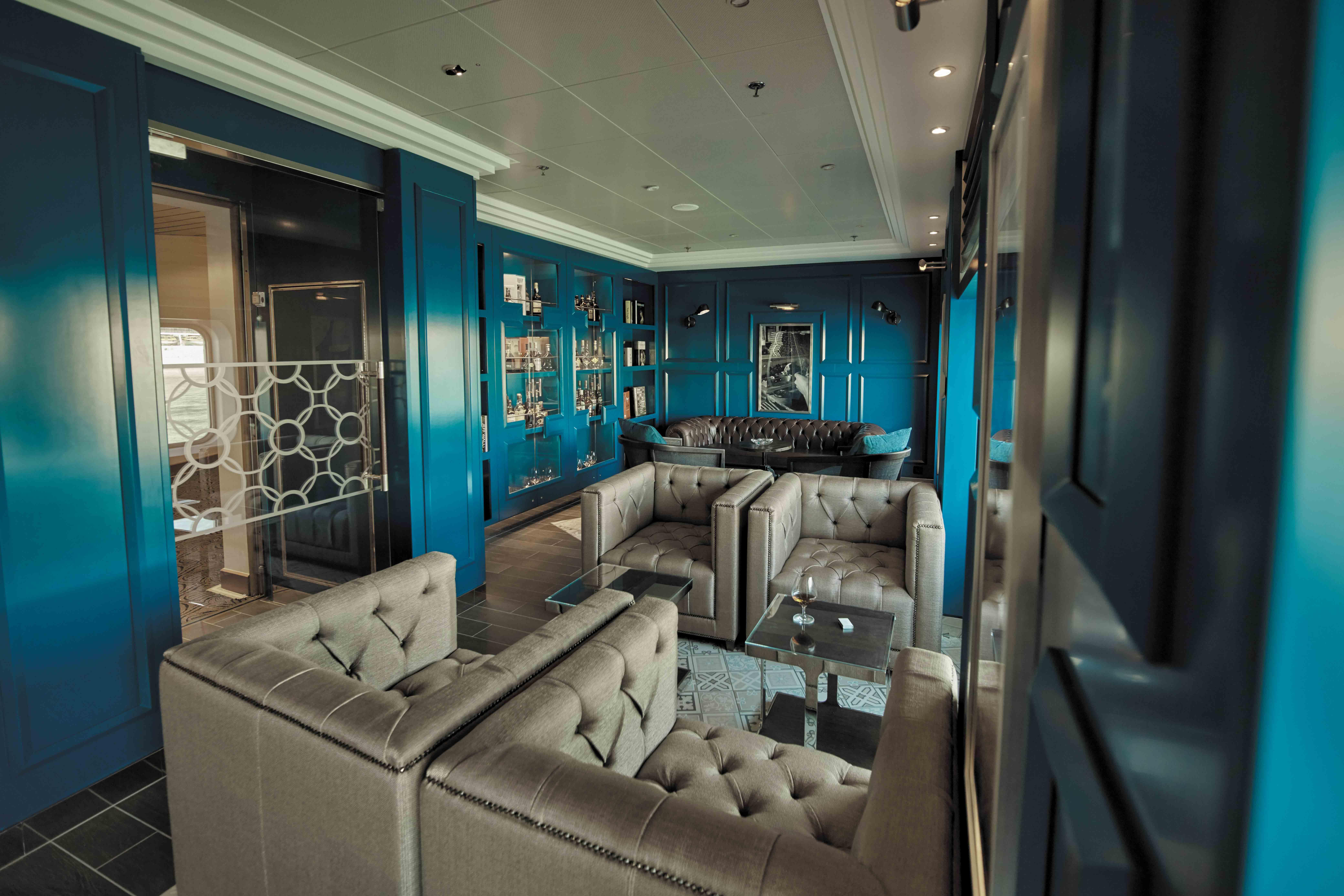 Seven Seas Voyager - Connoisseur Club