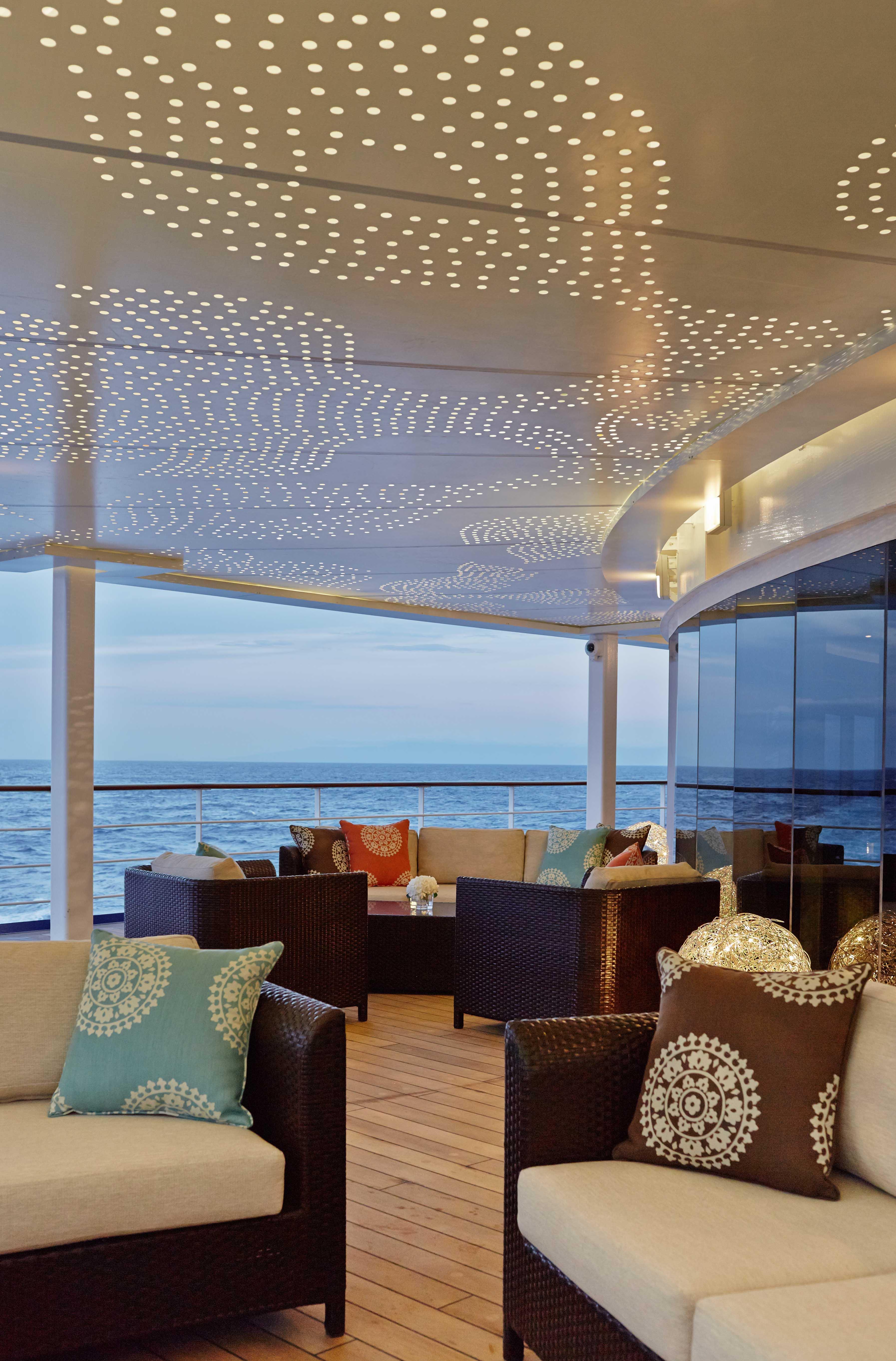 Seven Seas Mariner - Horizon Lounge aft deck