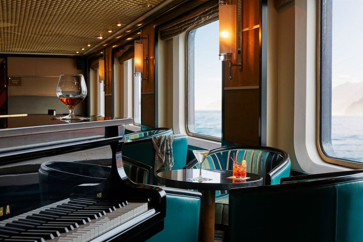 Silversea - Silver Cloud Expedition - La Dolce Vita Bar