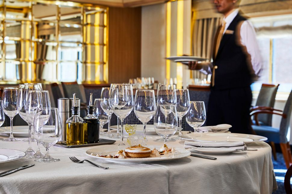 Silversea - Silver Cloud Expedition - La Terrazza Restaurant